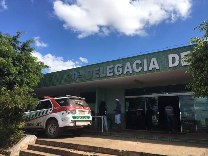 30dp Idosa sofre infarto após ser acusada de furtar chinelo em atacadão do DF O caso aconteceu em mercado do Jardim Botânico e é investigado pela 30ª Delegacia de Polícia (São Sebastião
